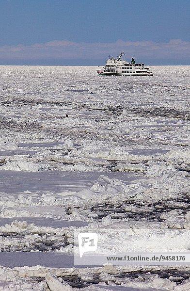 Tagesausflug Meer Abashiri gefroren Hokkaido Eisbrecher Japan