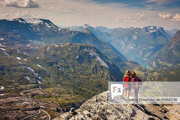Hintergrund Norwegen Geirangerfjord More og Romsdal rechts