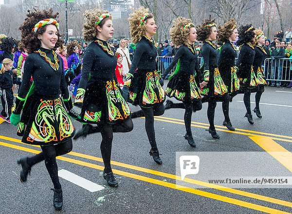 Tag Tänzer Heiligtum Teilnahme Chicago irisch Parade