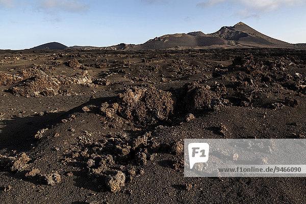 Lavafeld  Feuerberge  Vulkane  Vulkanlandschaft  Nationalpark Timanfaya  Lanzarote  Kanarische Inseln  Spanien  Europa