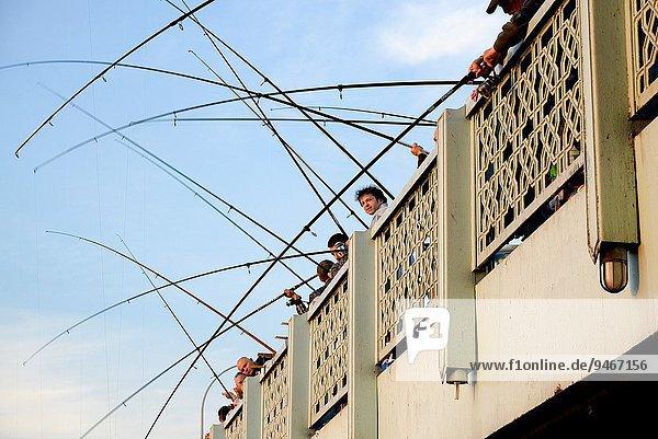 Brücke Fischer Goldenes Horn Istanbul Türkei