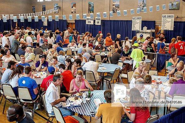 Esszimmer Frau Mann geben Kirche Griechenland essen essend isst Reihe russisch orthodox russisch-orthodox Speisesaal griechisch Linie Missouri Freiwilliger