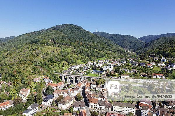Ausblick von der Burg auf Hornberg und das Gutachtal  Schwarzwald  Baden-Württemberg  Deutschland  Europa