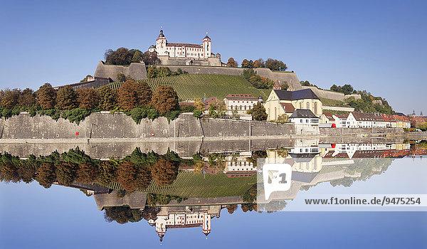 Festung Marienberg  romanische Basilika St. Burkard  mit Spiegelung im Main  Würzburg  Franken  Bayern  Deutschland  Europa