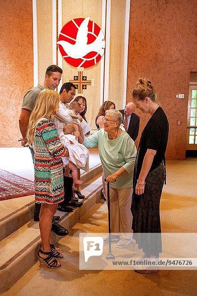 Spazierstock Stock überqueren Frau gehen Senior Senioren grüßen Zeremonie Kalifornien Kreuz Wildtaube