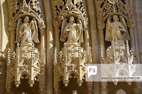 Neugotische Statuen an der Kathedrale von Zagreb  Zagreb  Kroatien  Europa