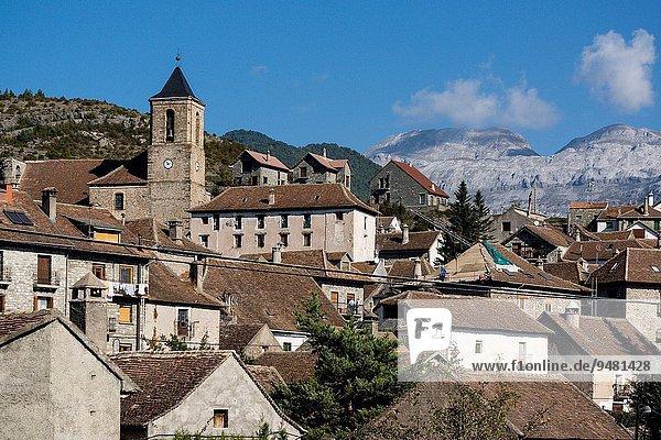 Iglesia de San Martín de Hecho  siglo XIX  valle de Hecho  pirineo aragones Huesca  Spain.