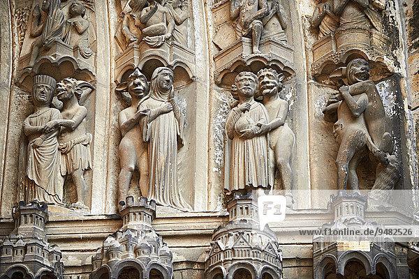 Mittelalterliche gotische Skulpturen  Südportal  Darstellung des Jüngsten Gerichts  UNESCO Weltkulturerbe  gotische Kathedrale von Chartres  Chartres  Frankreich  Europa