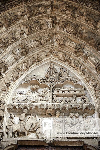 Tympanon  Beichtväter und Wunder der Heiligen Martin und Nikolaus  Südportal  Kathedrale von Chartres  UNESCO Weltkulturerbe  Frankreich  Europa