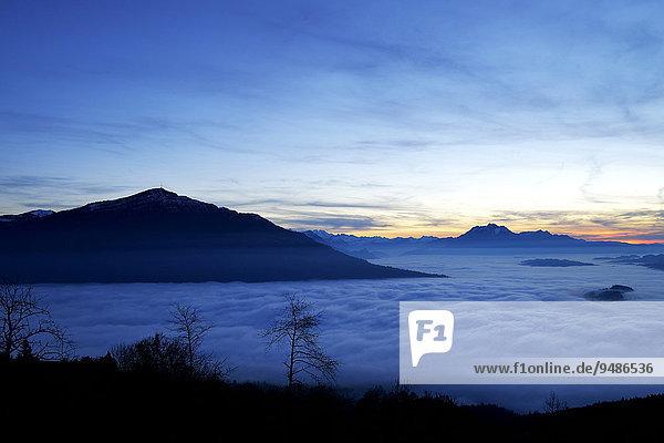 Rigi und Pilatus über dem Nebelmeer  Kanton Zug  Schweiz  Europa