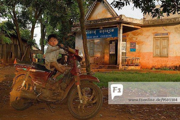 hoch oben nahe See Dorf Sperre Lifestyle 20 60 Kambodscha Laos alt