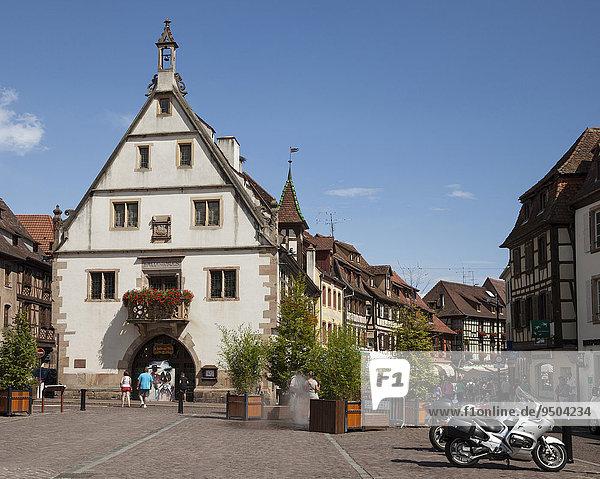 Die Kornhalle am Marktplatz  Obernai  Elsaß  Frankreich  Europa