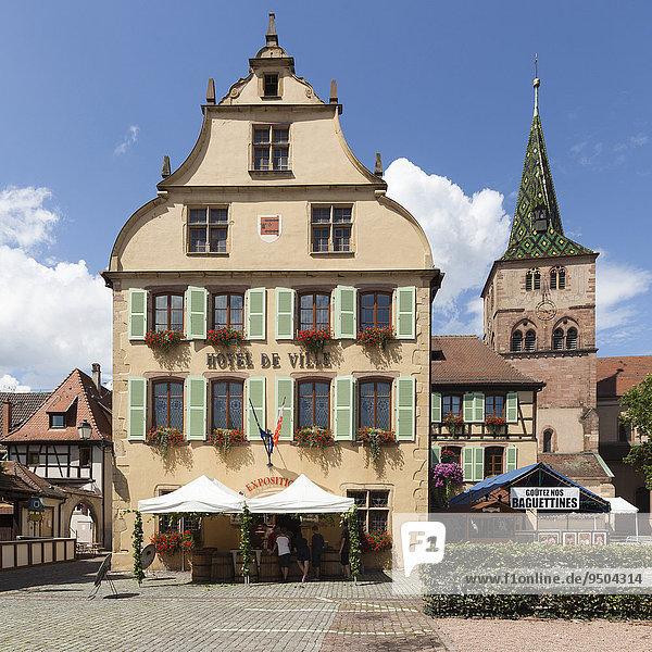 Rathaus und Kirche St. Anna  Turckheim  Elsass  Frankreich  Europa