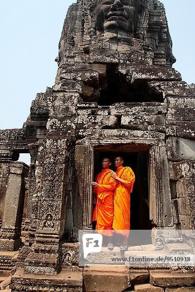 Buddhist monks at Bayon temple  Angkor thom  UNESCO World Heritage Site  Siem Reap  cambodia