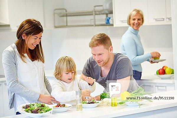 Gesundheit Küche Gemüse Salat Produktion Wachstum 3 Generation essen essend isst