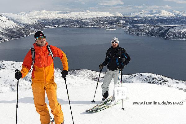 Aufstieg mit Ski zum Langlitinden  Insel Andørja  Troms  Norwegen  Europa