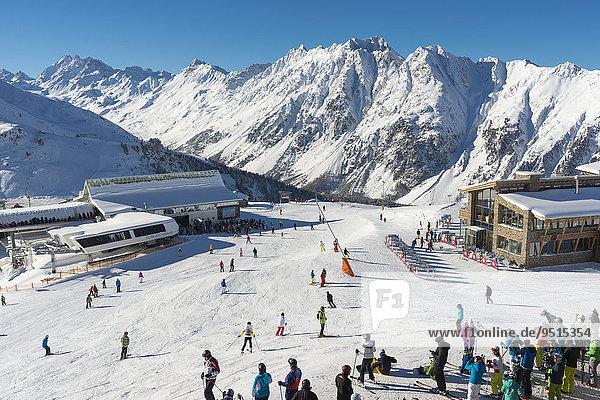 Flimjochbahn und Idjochbahn  rechts Restaurant Alpenhaus  Skigebiet Silvretta Arena  Idalp  Ischgl  Paznauntal  Tirol  Österreich  Europa