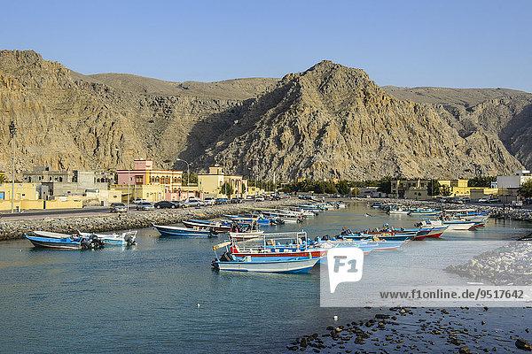Fischerboote im Hafen  Khasab  Musandam  Oman  Asien