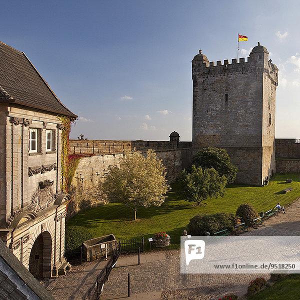Burg Bentheim  Innenhof mit Pulverturm  Bad Bentheim  Niedersachsen  Deutschland  Europa