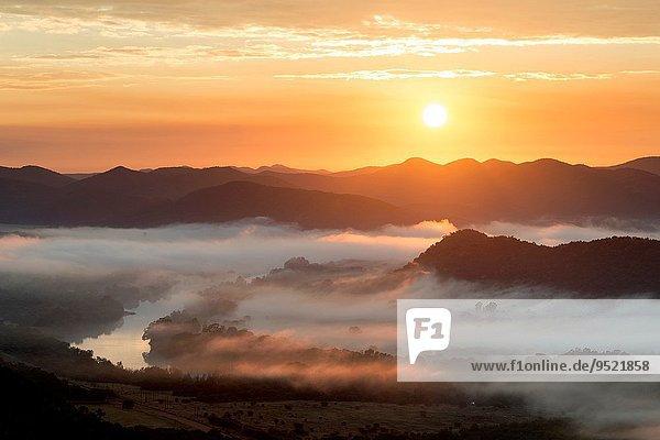 Südliches Afrika Südafrika Fotografie Landschaft über Sonnenaufgang Dunst Tal bunt Fluss