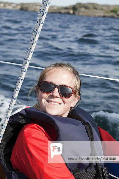 junge Frau junge Frauen Boot