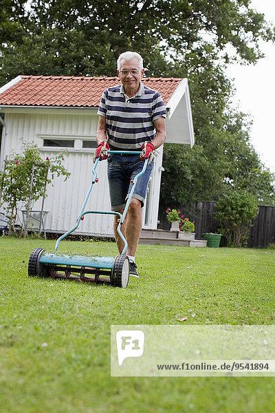 Senior Senioren Mann Rasen