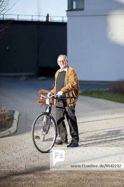 Senior Senioren Mann Fahrrad Rad
