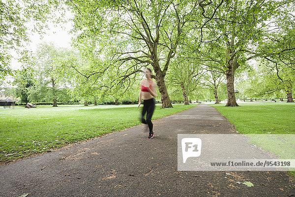 Frau Bewegung joggen Bewegungsunschärfe