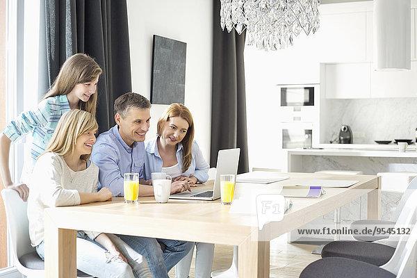 Interior zu Hause benutzen 4 Fröhlichkeit Notebook