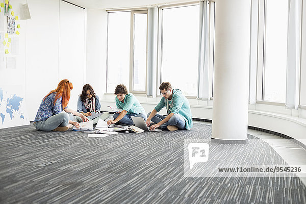 Wirtschaftsperson Boden Fußboden Fußböden Kreativität arbeiten Büro