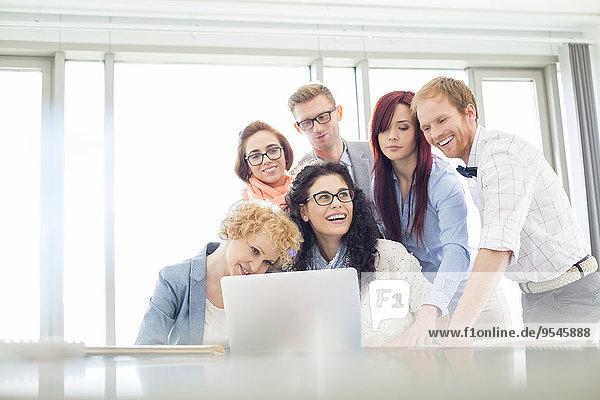Fröhlichkeit Diskussion Notebook Kreativität Büro Kollege Business