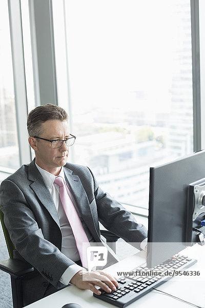 Computer Geschäftsmann arbeiten reifer Erwachsene reife Erwachsene Büro
