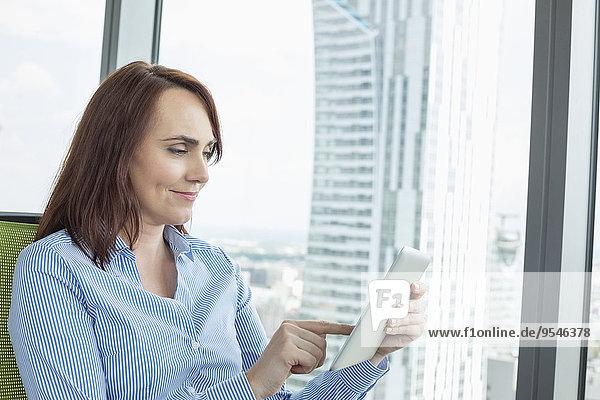 benutzen Geschäftsfrau reifer Erwachsene reife Erwachsene Büro Tablet PC