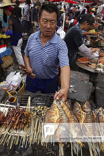 China  Erhai lake  Little Putuo island  man selling grilled fish