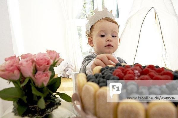 Der erste Geburtstag des kleinen Mädchens