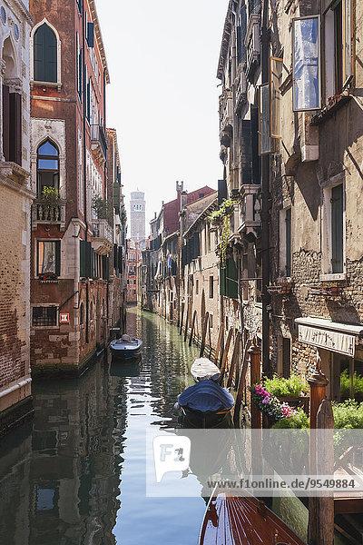 Italien  Veneto  Venedig  Altstadt  Kanal und alte Häuser