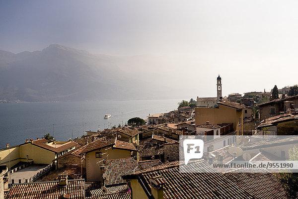 Italien  Lombardei  Brecia  Limone sul Garda  Blick über die Dächer der Stadt