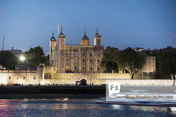 United Kingdom  England  London  River Thames  Tower of London in the evening light