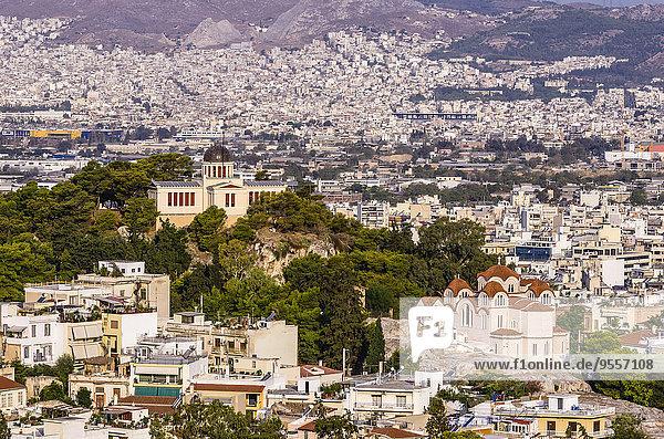 Griechenland  Athen  Stadtbild mit Kirche und Sternwarte