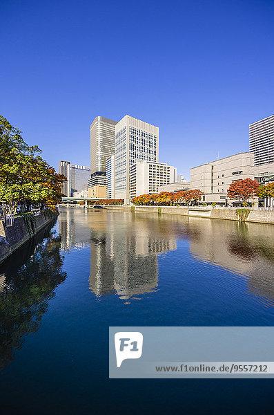 Japan  Osaka  Nakanoshima Bezirk  Wolkenkratzer am Wasser