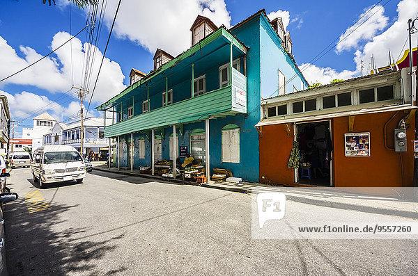 Karibik  Antillen  Kleine Antillen  Barbados  Speightstown  Straße und Häuser