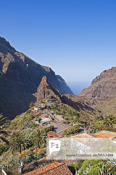 Spanien  Kanarische Inseln  Teneriffa  Teno-Gebirge  Masca-Schlucht  Blick auf das Bergdorf Masca
