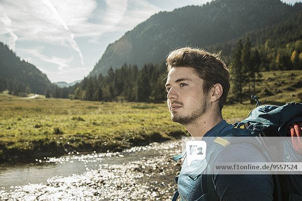 Österreich  Tirol  Tannheimer Tal  Portrait des jungen Wanderers