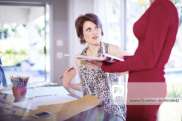 Zwei Modedesigner im Gespräch