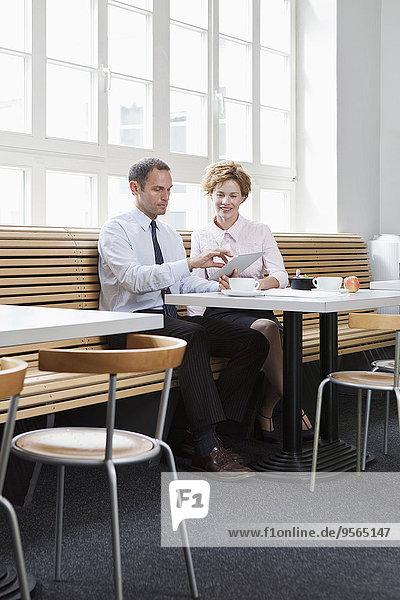 benutzen,Tablet PC,Kollege,Business,Mittagessen