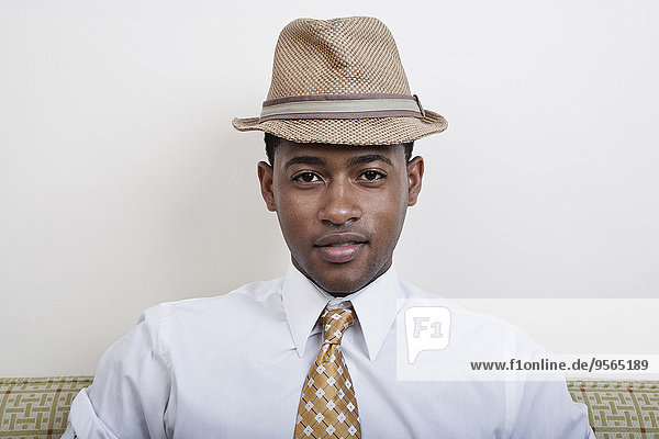 Mann,Hut,schwarz,Krawatte,jung,Kleidung