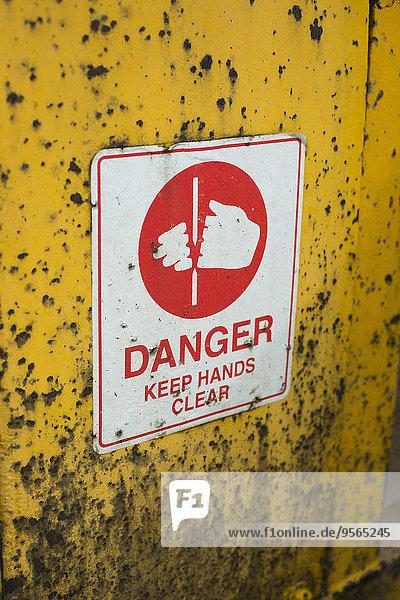 Außenaufnahme,Wand,gelb,Zeichen,Warnung,freie Natur,Signal