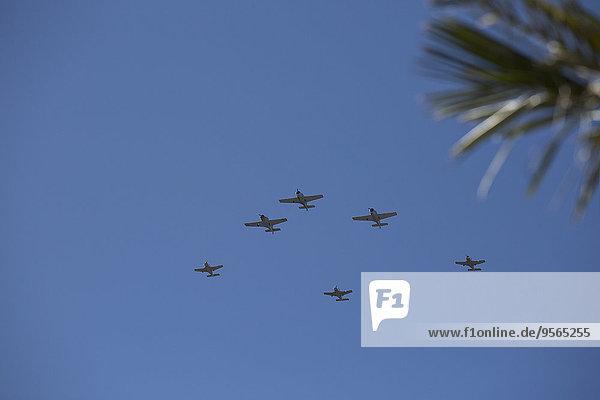 niedrig,Himmel,Krieger,blau,Ansicht,Flachwinkelansicht,Flugzeug,Winkel
