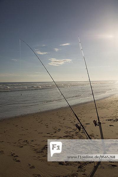 Angelruten im Sand am Strand