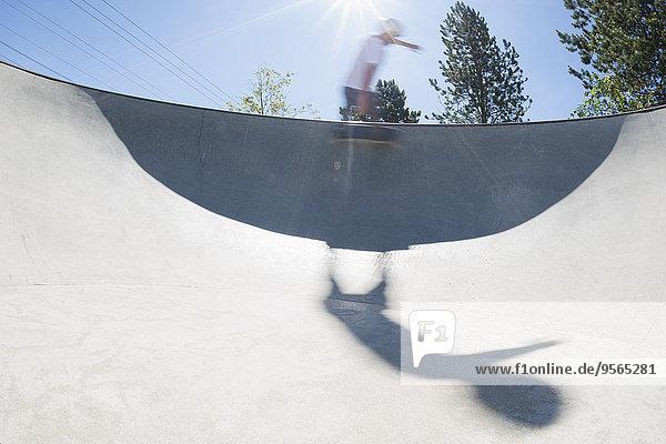 Bewegung,Skateboarder,zeigen,Kunststück,Bewegungsunschärfe